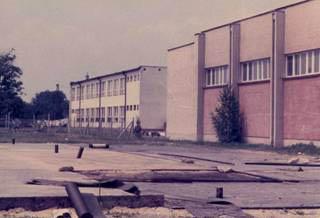 Budova telocvične a ihrísk v rokoch 1979 – 1982.